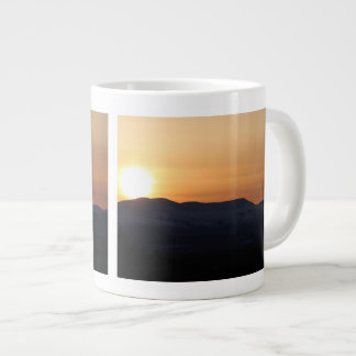 Puesta del sol sobre las montañas Nevado Taza Grande