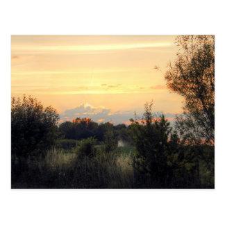 Puesta del sol sobre las tierras de labrantío de H Tarjeta Postal