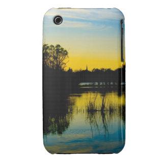 Puesta del sol sobre un lago iPhone 3 cobertura