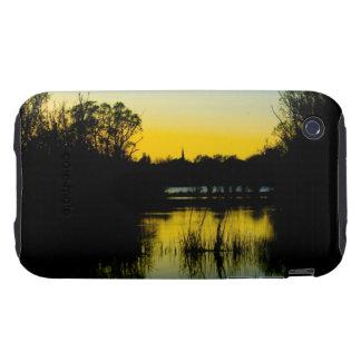 Puesta del sol sobre un lago iPhone 3 tough funda
