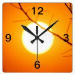 Puesta del sol suspendida reloj