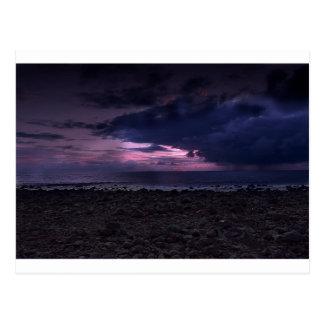 Puesta del sol tempestuosa tarjetas postales