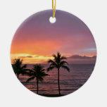 Puesta del sol tropical de Hawaii en la playa Ornamento De Reyes Magos