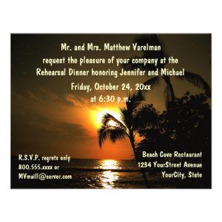 Puesta del sol tropical de la cena del ensayo anuncio personalizado