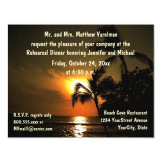 """Puesta del sol tropical de la cena del ensayo invitación 4.25"""" x 5.5"""""""