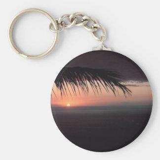 Puesta del sol tropical de la playa llavero redondo tipo pin