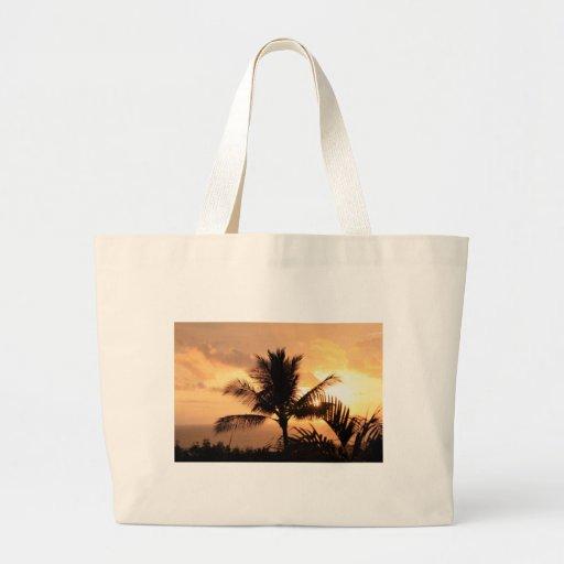 Puesta del sol tropical de oro y palmera bolsa tela grande