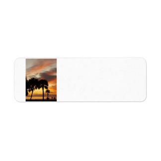 Puesta del sol tropical etiquetas de remite