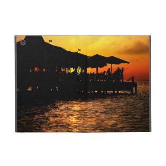 Puesta del sol tropical - gente feliz iPad mini carcasa