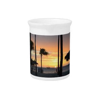 Puesta del sol tropical jarras de beber