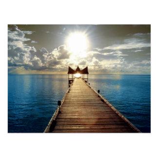 Puesta del sol tropical tarjeta postal