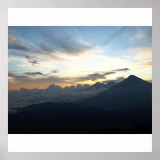 Puesta del sol volcánica póster