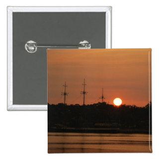Puesta del sol y barco pirata de Tampa Bay… Pin Cuadrada 5 Cm