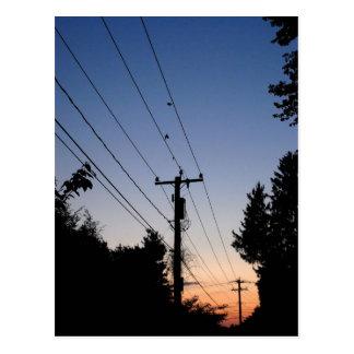 Puesta del sol y líneas eléctricas tarjetas postales