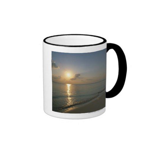Puesta del sol y mar 2 taza de dos colores