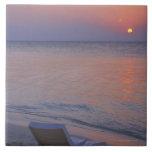Puesta del sol y mar azulejo cuadrado grande