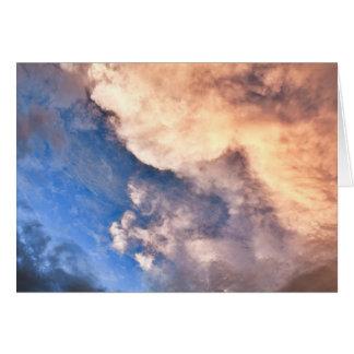 Puesta del sol y nubes tarjeta de felicitación
