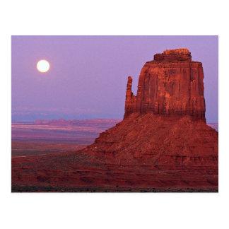 Puesta del sol y salida de la luna en la mota de l postal