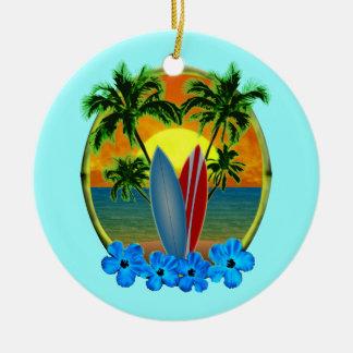 Puesta del sol y tablas hawaianas adorno navideño redondo de cerámica