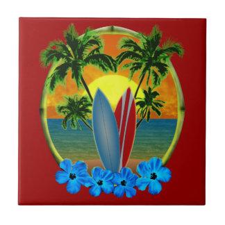 Puesta del sol y tablas hawaianas azulejo cuadrado pequeño