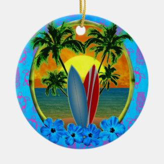 Puesta del sol y tablas hawaianas ornamente de reyes
