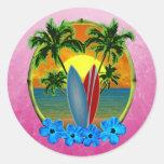Puesta del sol y tablas hawaianas etiquetas redondas