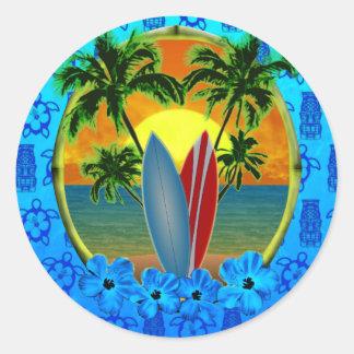 Puesta del sol y tablas hawaianas