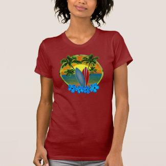Puesta del sol y tablas hawaianas camiseta