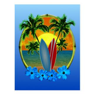 Puesta del sol y tablas hawaianas postal