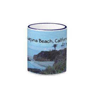 Puestas del sol costeras bonitas de la playa de taza a dos colores