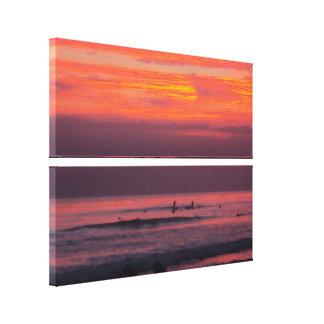 Puestas del sol que practican surf - lona apilada impresiones en lienzo estiradas
