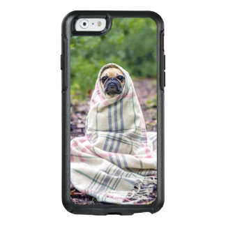 Pug in a Blanket OtterBox iPhone 6/6s Case