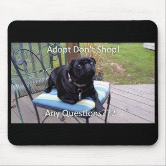 "Puggy ""Adopt no hace compras"" cojín de ratón Mouse Pads"