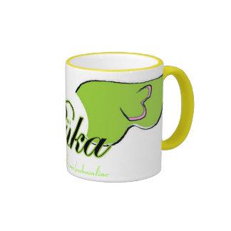 Puka se va volando la taza