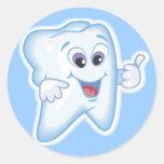 ¡Pulgares para arriba para la higiene dental! Etiqueta Redonda