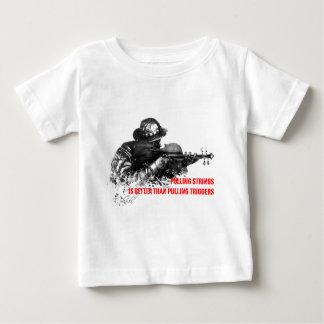 Pulling strings violin t-shirt