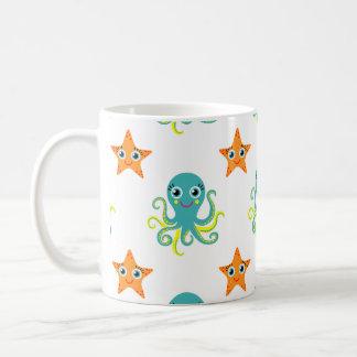 Pulpo amarillo azul; Estrellas de mar anaranjadas Taza