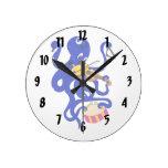 pulpo azul que juega percussion.png múltiple relojes