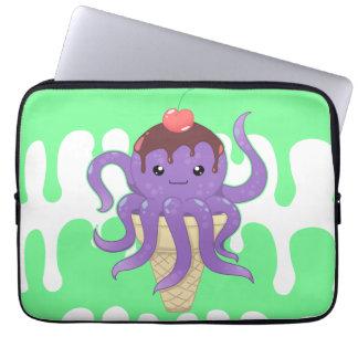 Pulpo lindo de la púrpura del helado del kawaii fundas computadoras