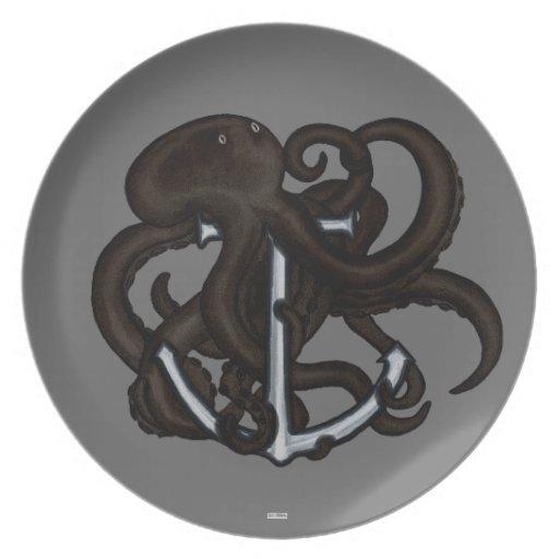 Pulpo negro sobre el ancla platos