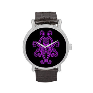 Pulpo púrpura complejo en negro reloj de mano