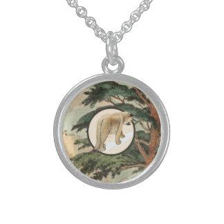 Puma en el ejemplo del hábitat natural collares de plata esterlina