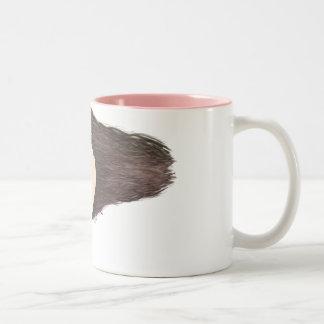 Punk en la taza de café del corazón en rosa