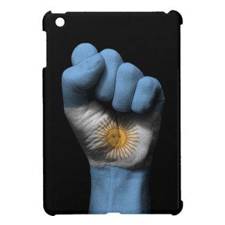 Puño apretado aumentado con la bandera argentina