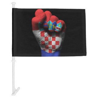 Puño apretado aumentado con la bandera croata
