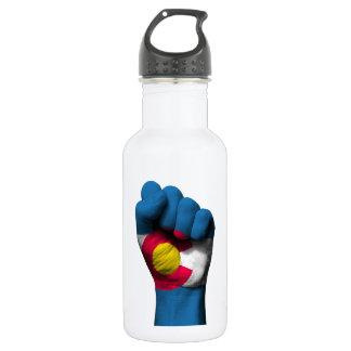 Puño apretado aumentado con la bandera de Colorado