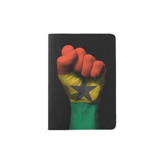 Puño apretado aumentado con la bandera de Ghana Porta Pasaporte
