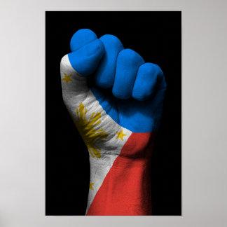 Puño apretado aumentado con la bandera filipina póster