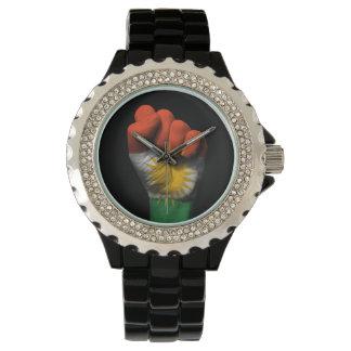 Puño apretado aumentado con la bandera kurda relojes de mano