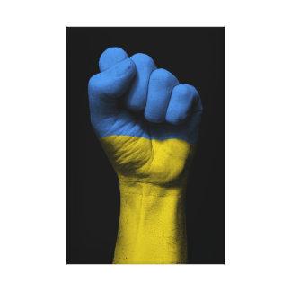 Puño apretado aumentado con la bandera ucraniana lienzo envuelto para galerias